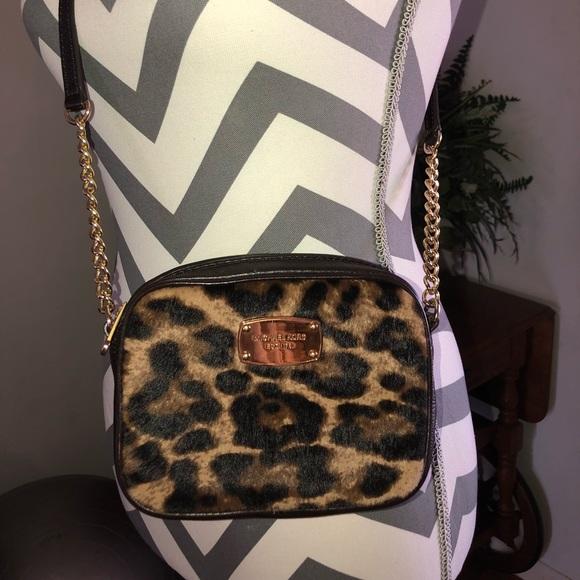 f41cb7aa4f62 Micheal Kors crossbody leopard print purse. M_5a7203d1b7f72bb8c359b85a